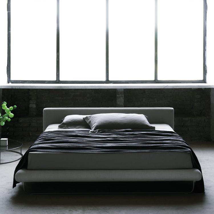 管状304不锈钢为床架 实木床头板内架 意式极简双人床主卧床