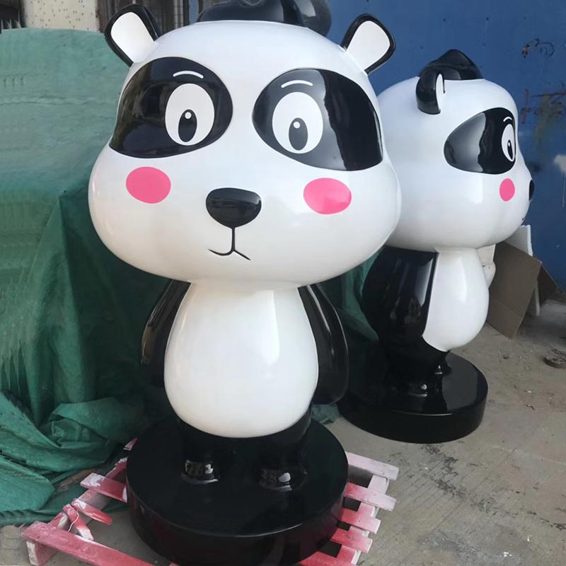 北欧现代简约个性创意设计经典卡通模型商场儿童游乐园公园大厅公共区域熊猫企鹅北极熊玻璃钢艺术饰品